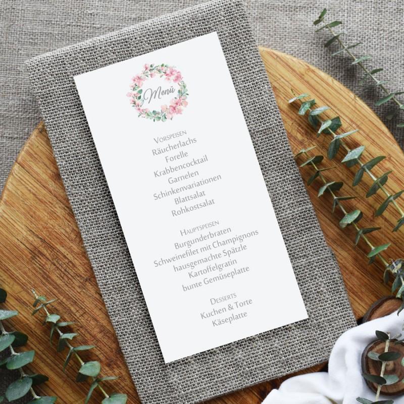 Menükarten mit Kirschblüten und Eukalyptus für die Hochzeit